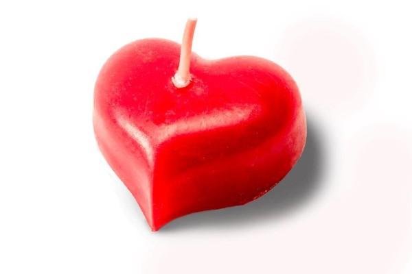 Kerze in Herzform