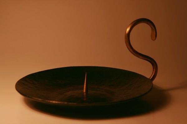 Kerzenhalter mit Messinggriff